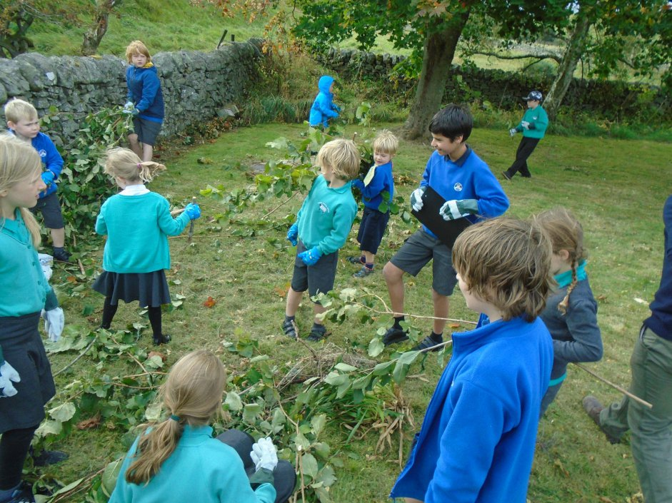 Pupils from Yarrow and Kirkhope Primary Schools engaged in building their very own eyrie!